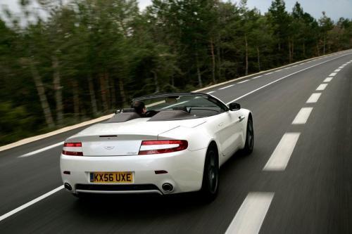 Aston Martin AMV8 Vantage blanc arrière