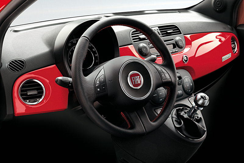 blog 4 auto auto automobile voitures de sport fiat 500 et ferrari la courtoisie et l humour. Black Bedroom Furniture Sets. Home Design Ideas